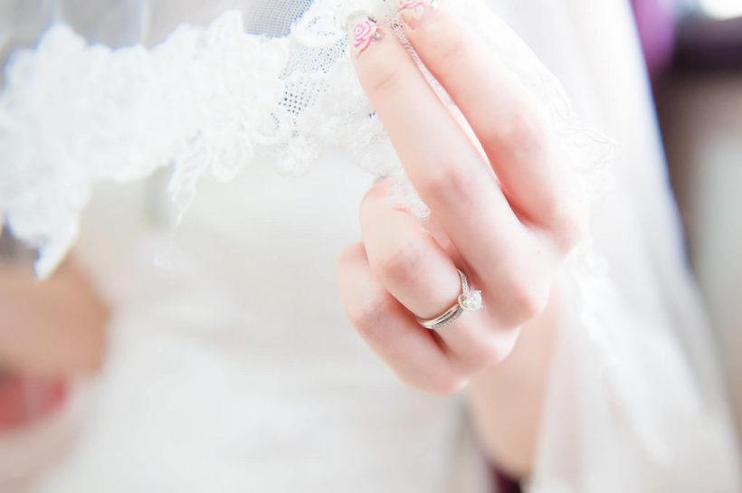 sposa con i guanti